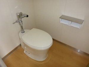 生徒用洋式トイレ設置完了