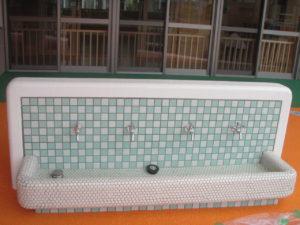 児童用手洗い場廻り配管施工完了