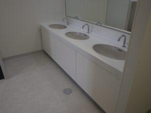 従業員用洗面カウンター設置完了